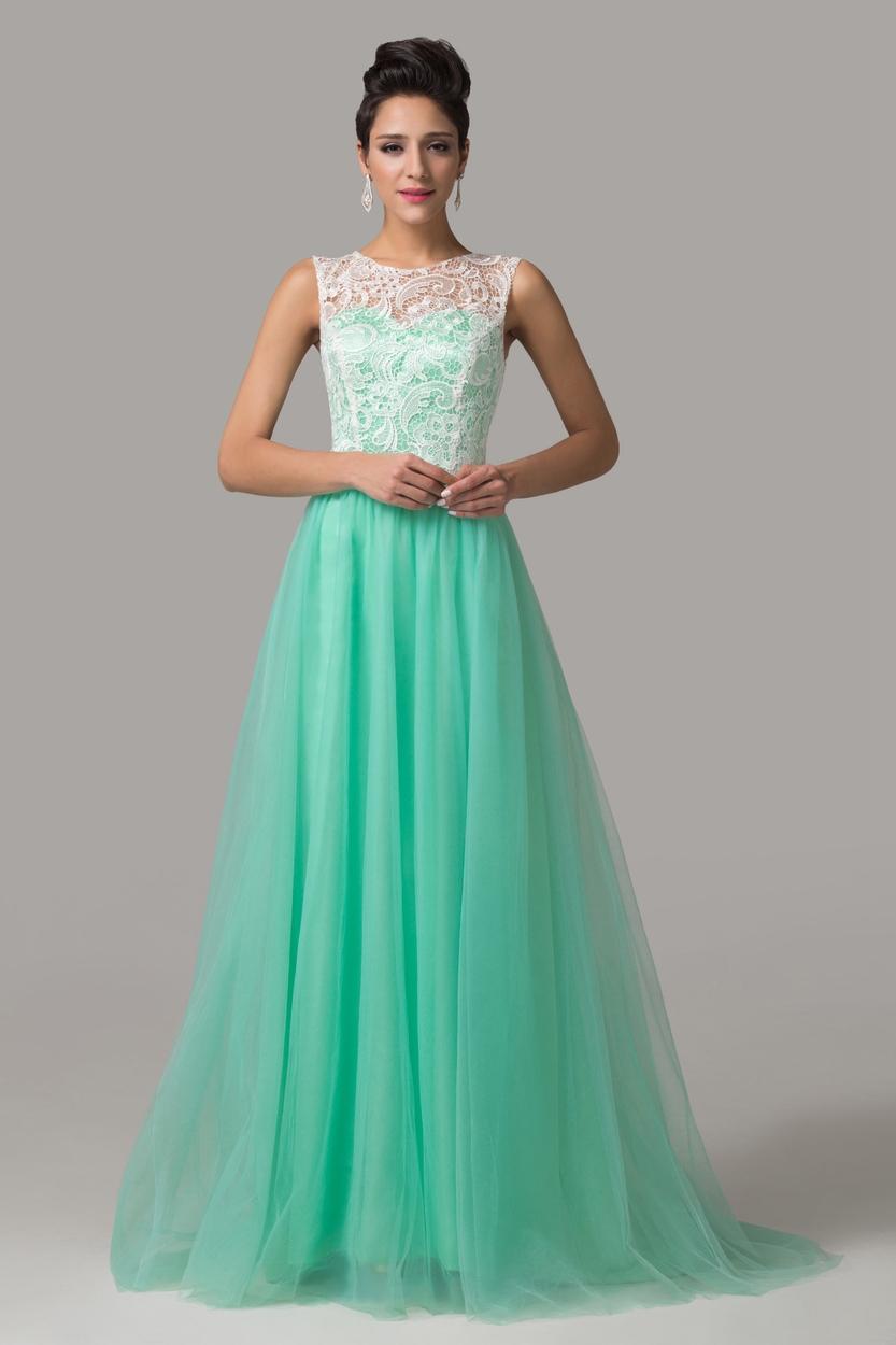 Długa sukienka na wesele z gipiurową koronka.