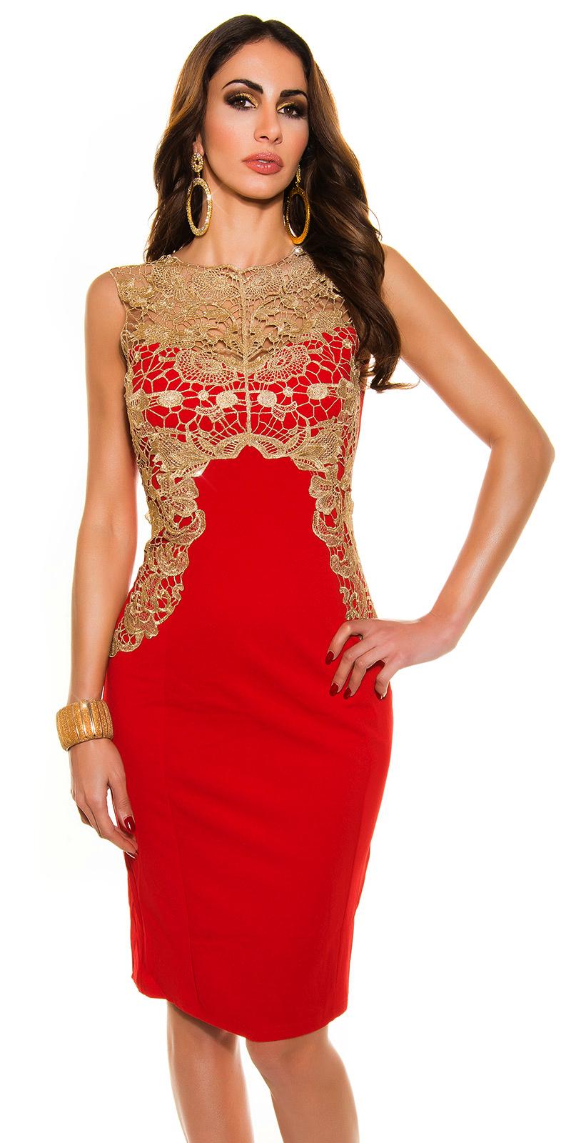Czerwona sukienka ze złotą gipiurą na wesele.