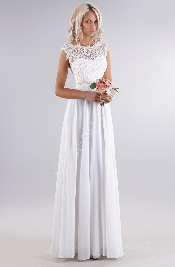 Skromna sukienka ślubna z koronką i perełkami