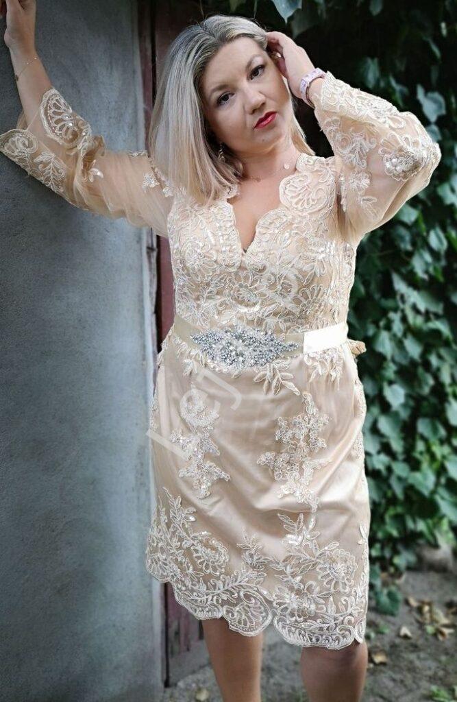 Koronkowa sukienka na komunie Plus Size