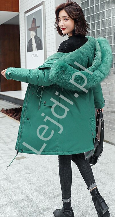 Zielony zimowy płaszcz