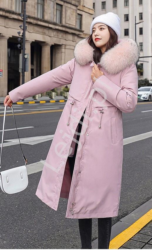 Długi płaszcz na zimę z futerkiem