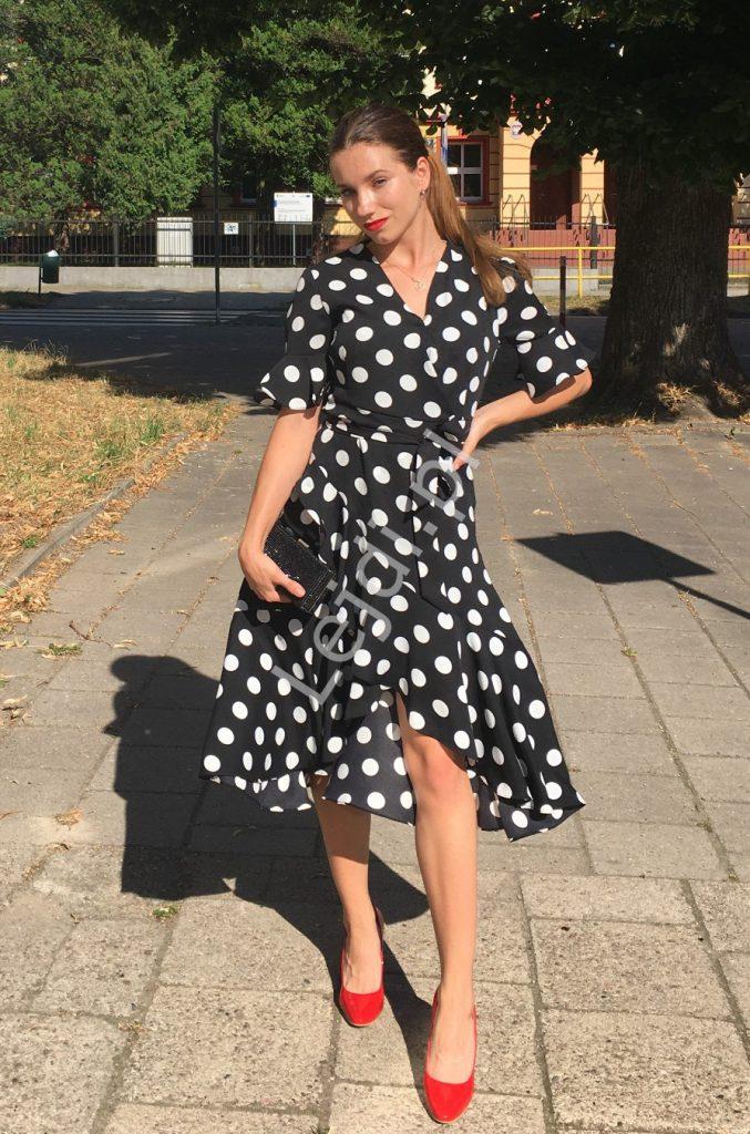 Sukienka na lato w groszki