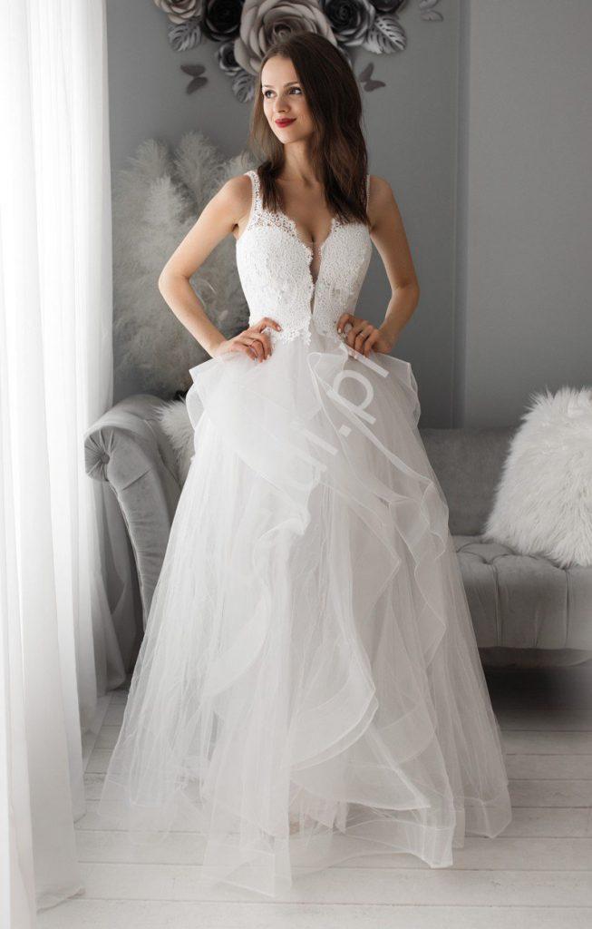 Suknia tiulowa na ślub cywilny