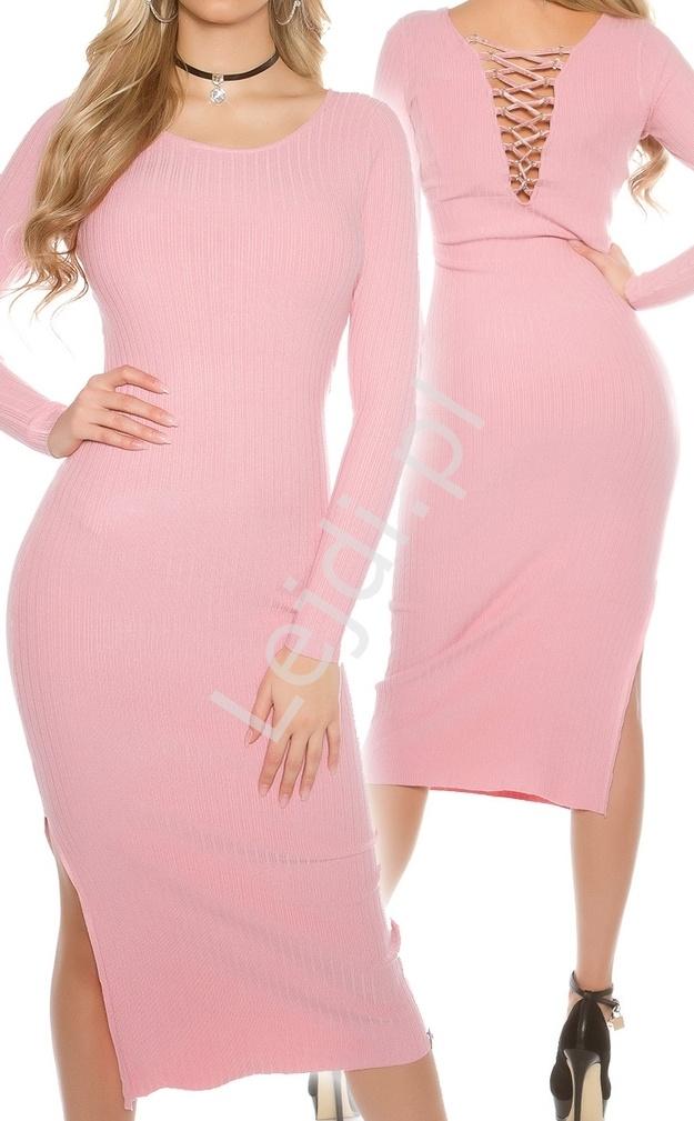 Bardzo kobieca dzianinowa sukienka z dekoltem na plecach, różowa - Lejdi