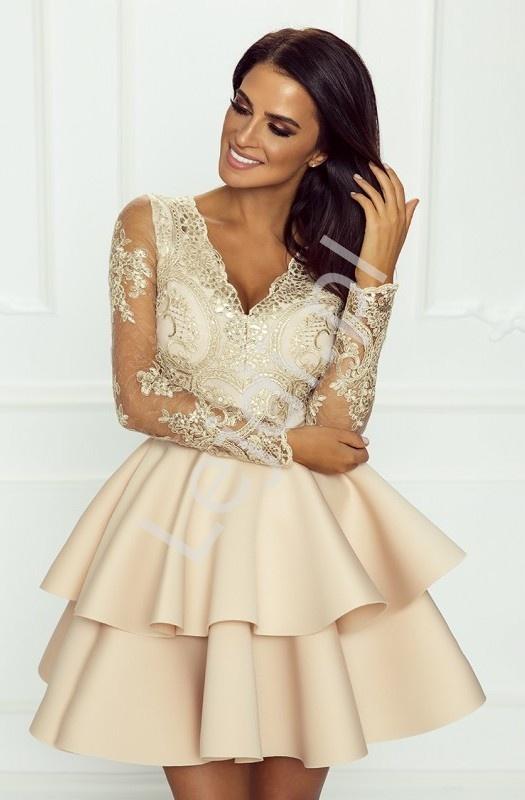 a3cbc1238035c9 Beżowa krótka rozkloszowana sukienka z falbaną Lili Emo. Beżowa przepiękna  wieczorowa sukienka z długim rękawem ozdobionym koronką.