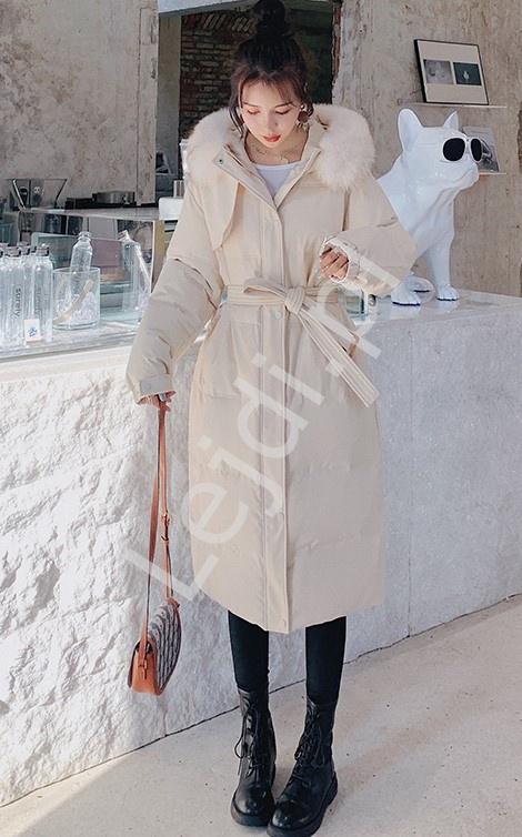 Beżowy płaszcz zimowy, pikowana długa kurtka zimowa z kapturem 9778 - Lejdi