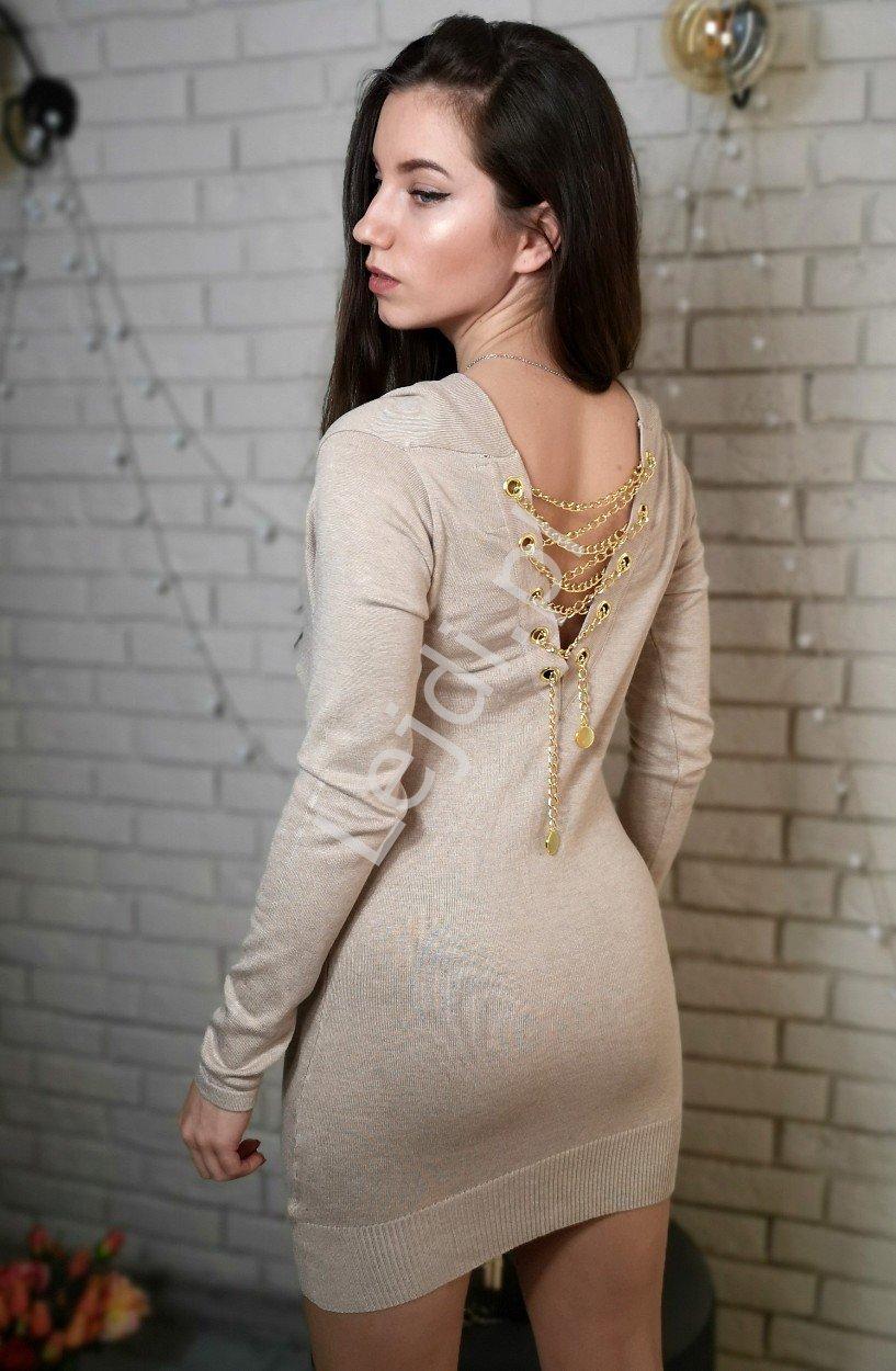 Beżowy sweter zdobiony złotym łańcuszkiem na plecach | tunika damska 3114 - Lejdi