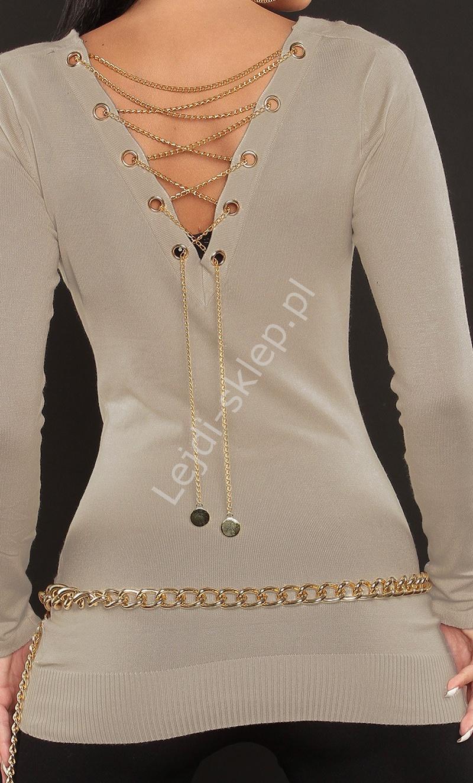 Beżowy sweter zdobiony złotym łańcuszkiem na plecach | tunika damska - Lejdi