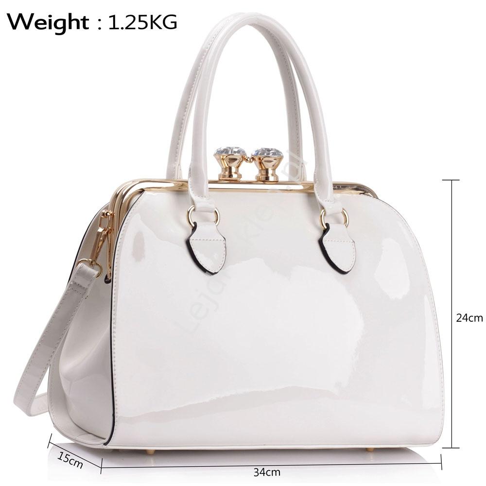 b275f3539740c Biała lakierowana torebka damska - lakierowane torebki
