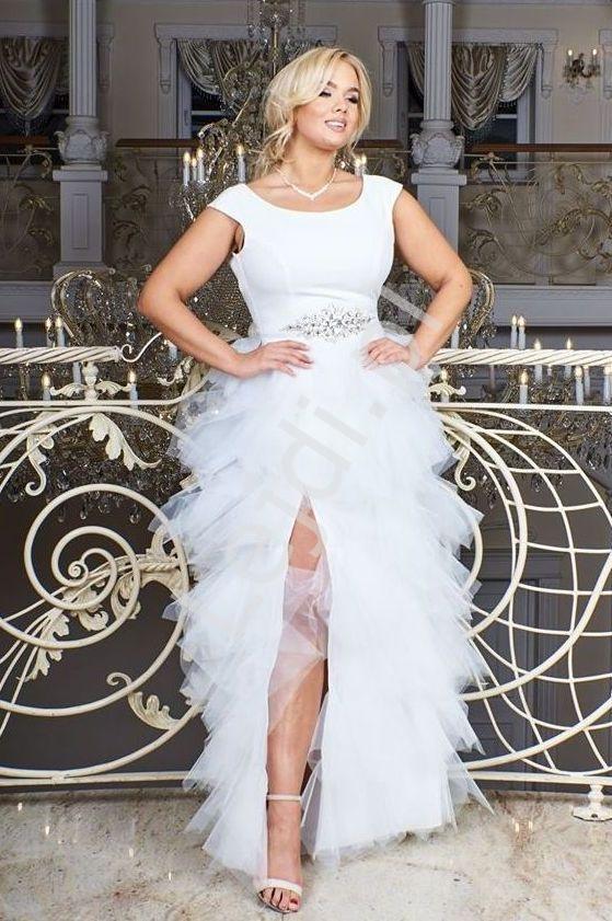 Biała ślubna sukienka z falbaniastą spódnicą Sandra