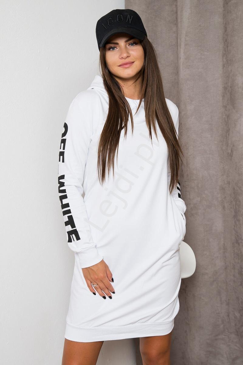 5eb04d29b2 Biała sukienka w sportowym stylu