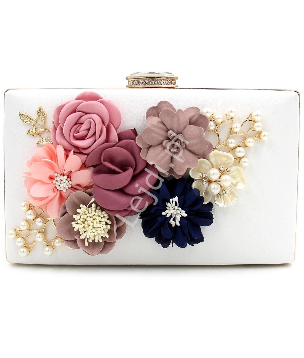 57f5261342b26 Biała torebka ślubno wieczorowa z kwiatami 3D z zapięciem z kryształkami