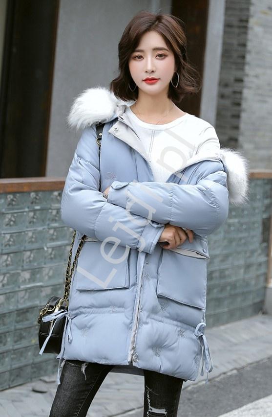 Błękitna kurtka zimowa z puszystym futrem na kapturze 9779 - Lejdi