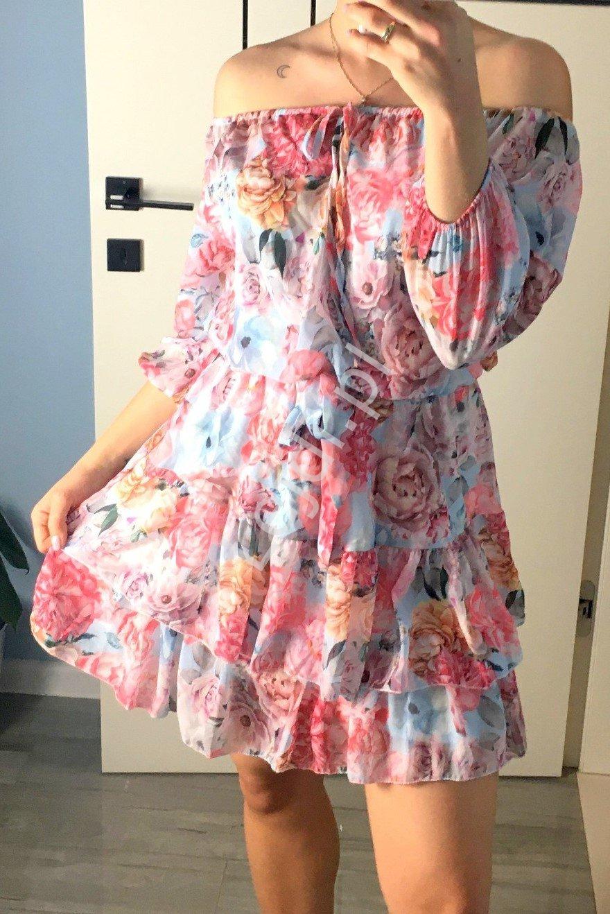Błękitna sukienka w kwiaty kolorowe, Hiszpanka Esther - Lejdi