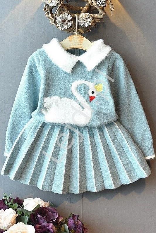 Błękitny komplet dla dziewczynki, plisowana spódnica i sweterek z łabędziem - Lejdi
