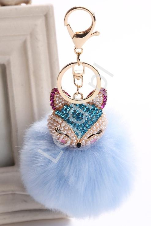 6d911d56edd54 Błękitny puchaty breloczek wysadzany kryształkami