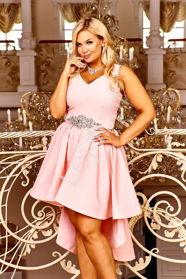 Brzoskwinowo różowa sukienka wieczorowa z wydłużonym tyłem Arabella - Lejdi