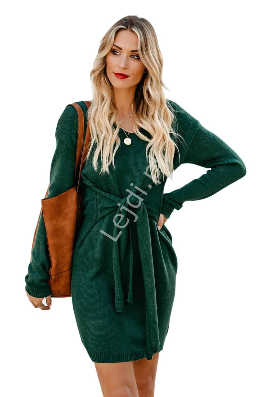 Butelkowo zielona sukienka swetrowa z wiązaniem ozdobnym 049 - Lejdi