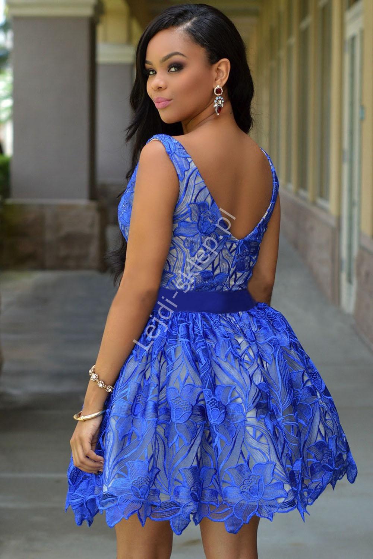 adadf544d2 Chabrowa sukienka z haftowaną na organzie kwiatową koronką ...