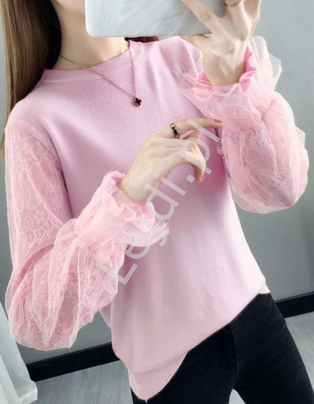 Cukierkowo różowa bluzka z oryginalnym koronkowo tiulowym rękawem 0586 - Lejdi