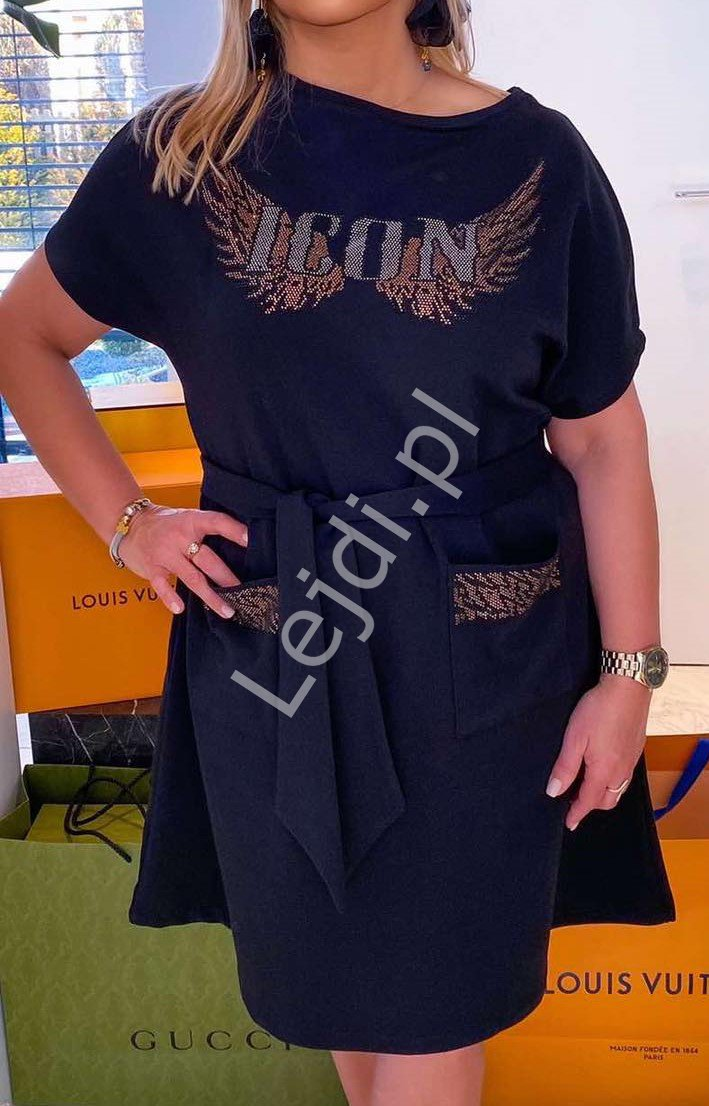 Czarna bawełniana sukienka ICON z napisem kryształkowym i skrzydłami 536 - Lejdi