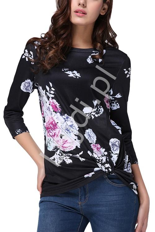 Czarna damska bluzka w kwiaty z marszczeniem na dole 0328 - Lejdi