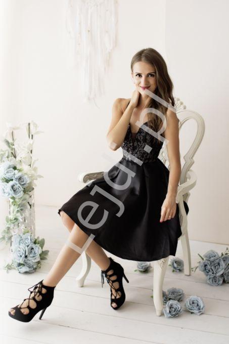 Czarna krótka sukienka z odkrytymi plecami 2199 - Lejdi