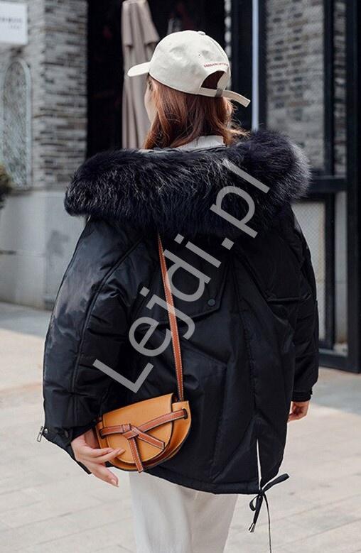 Czarna kurtka zimowa z kapturem i gwiazdą na plecach 9813 - Lejdi