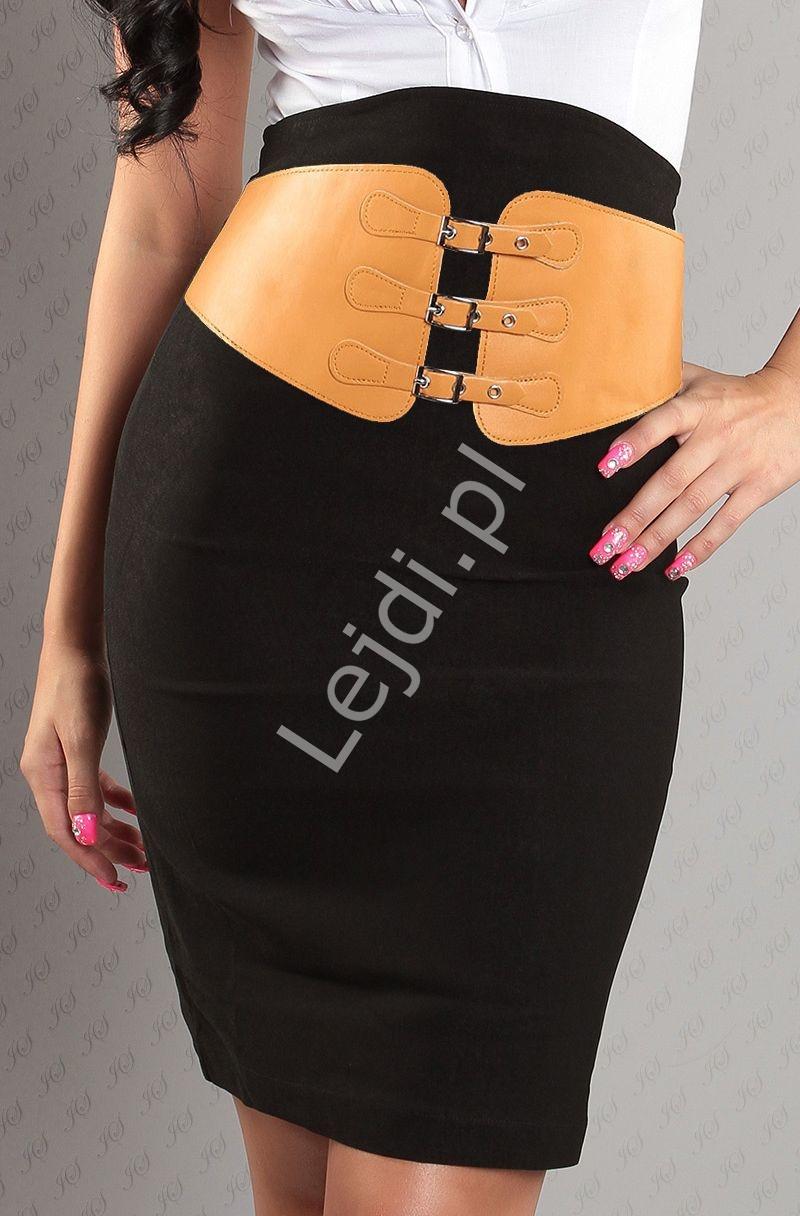 Czarna ołówkowa spódnica z brązowym paskiem z klamerkami - Lejdi
