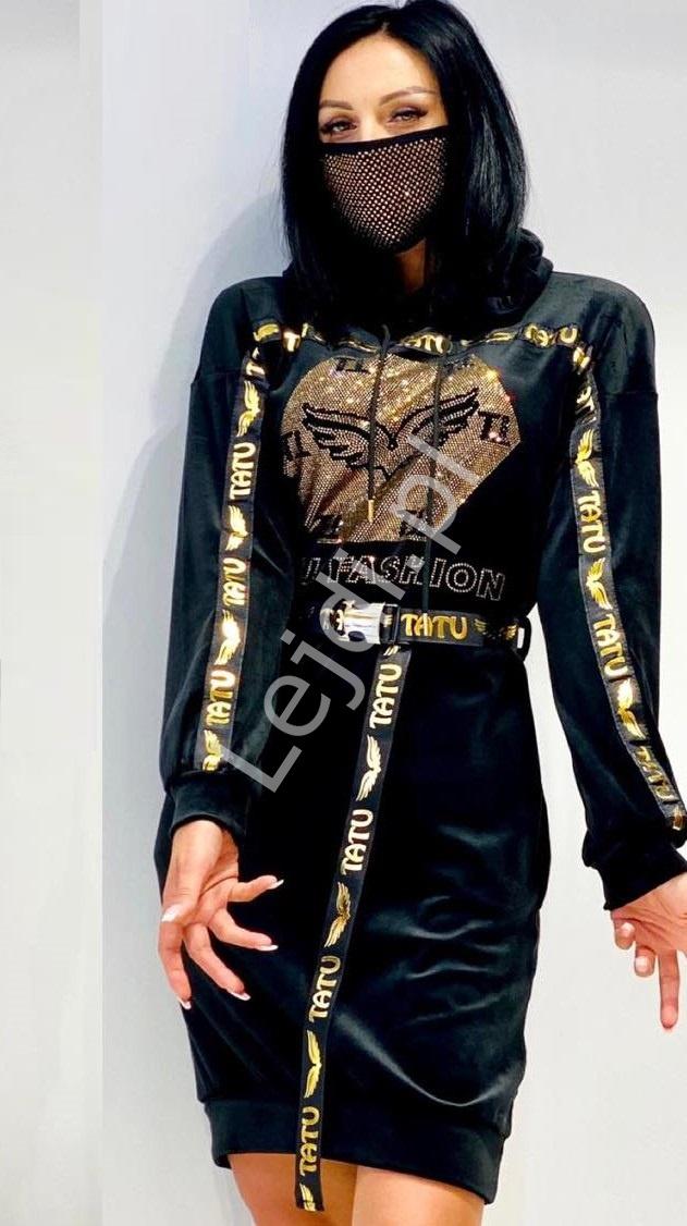 Czarna sukienka welurowa z kapturem, zdobiona kryształkami, Tatu fashion 5109 - Lejdi