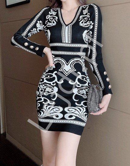 Czarna swetrowa sukienka z białym wzorem 5368 - Lejdi