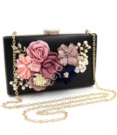 784af7d2ed6a1 Czarna torebka wieczorowa z kwiatami 3D z zapięciem z kryształkami