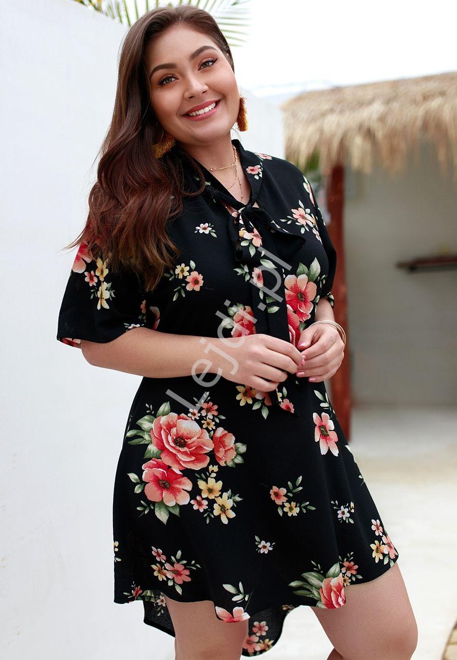 Czarna tunika lub sukienka z kwiatkami Plus Size 133 - Lejdi