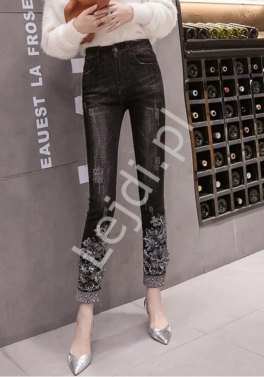 Czarne jeansy z kwiatami 3D na nogawkach - 088 - Lejdi
