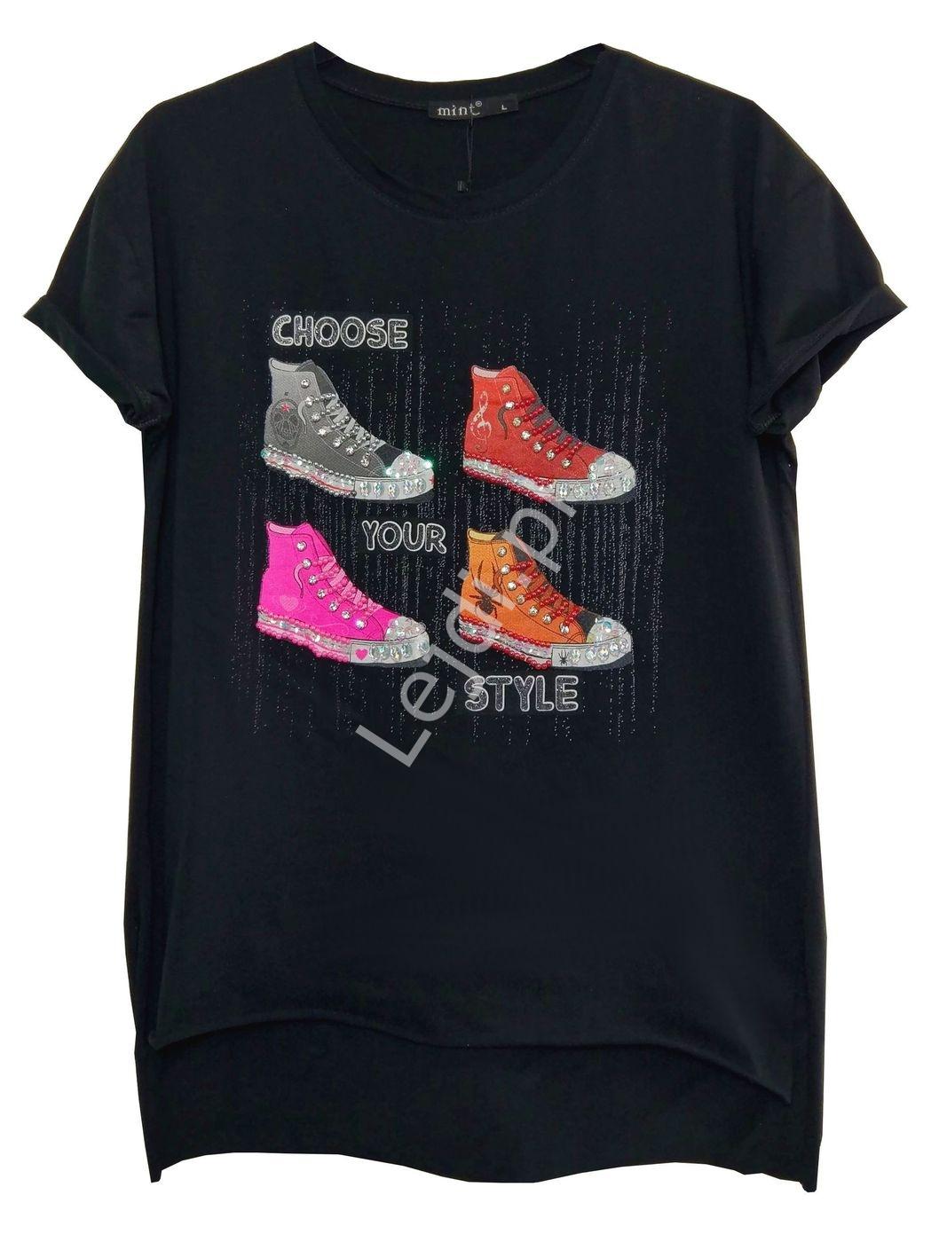 Czarny modny t-shirt z zdobionymi trampkami z kryształkami - Lejdi