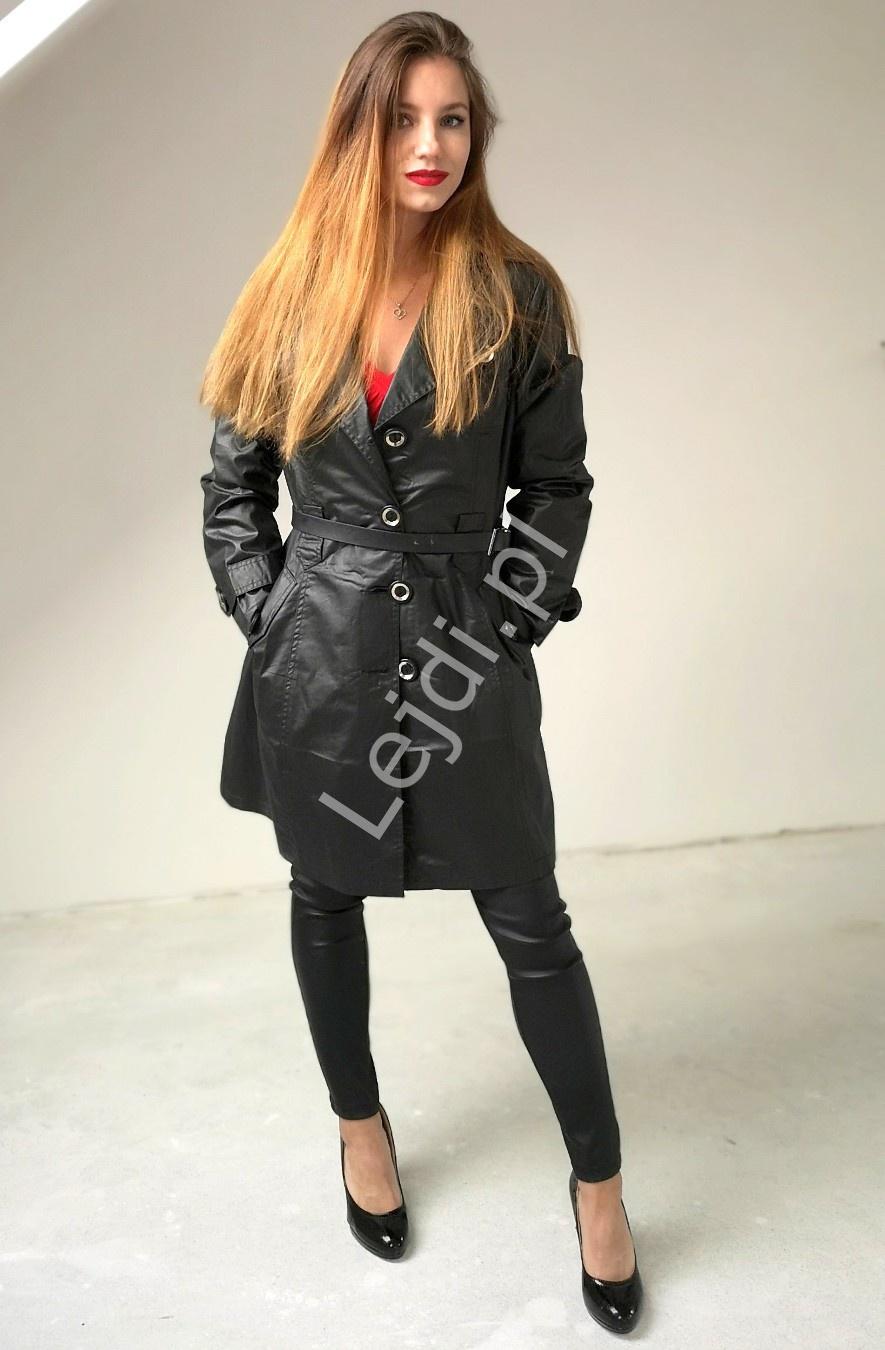 Czarny płaszcz damski ala woskowany z błyszczącymi drobinkami - Lejdi