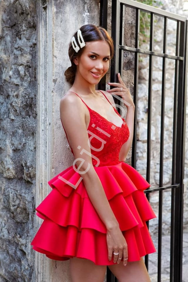 Czerwona sukienka piankowa z trzema falbanami Esmeralda - Lejdi