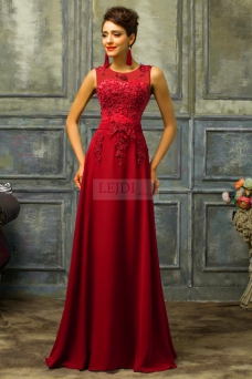 c5b6e89171 Czerwona sukienka z perłami - ciemne wino