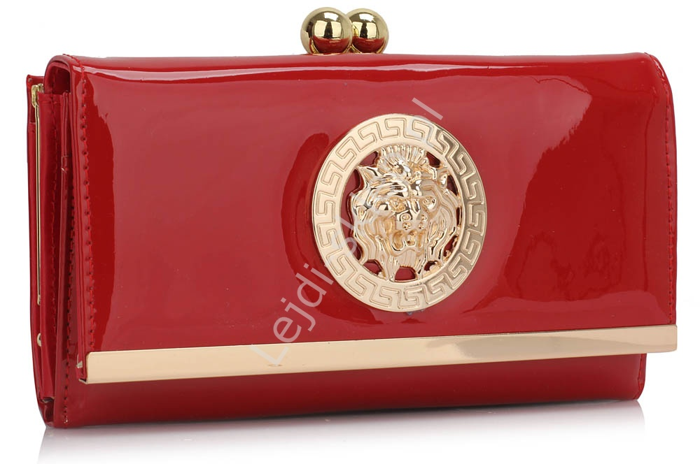 6ad0f352a13d1 Czerwony lakierowany portfel damski greckie wzory ala versace - Lejdi.pl