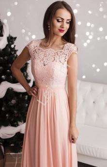 4de82644ad Długa jasnoróżowa suknia szyfonowa z koronkową górą z pięknie  wyeksponowanymi plecami