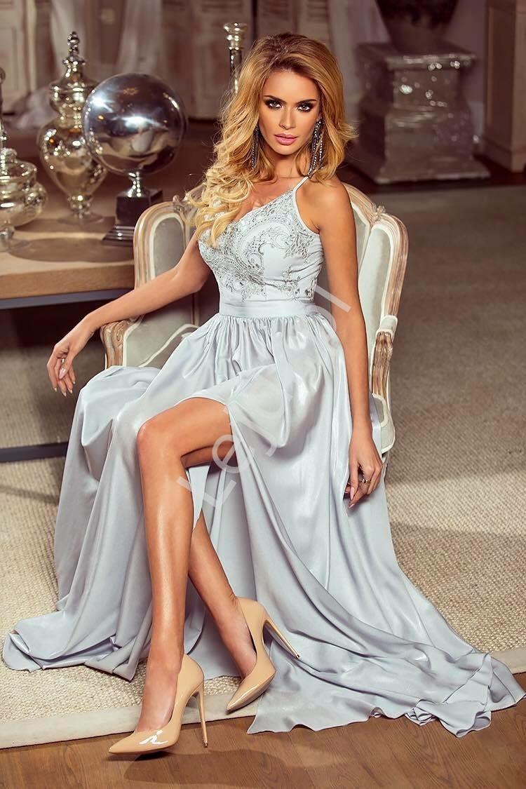 Długa srebrna suknia wieczorowa na cieńkich ramiączkach - Bella - Lejdi
