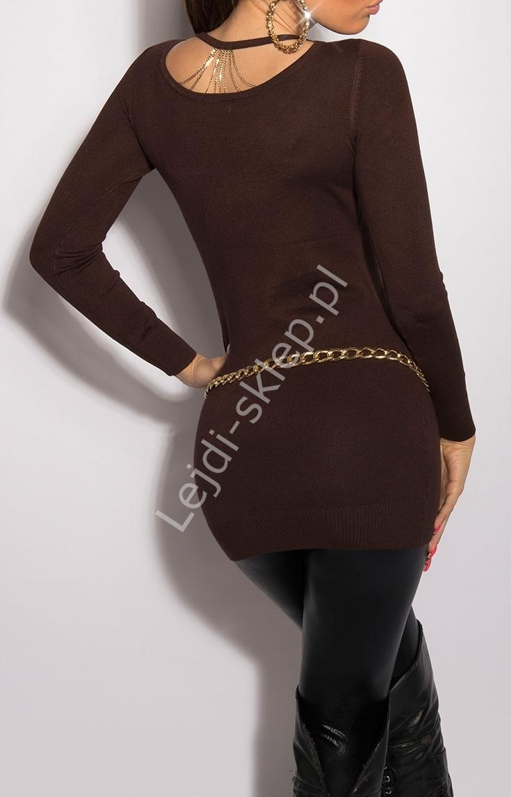 Długi brązowy sweter z łańcuszkami na plecach 8054 - Lejdi