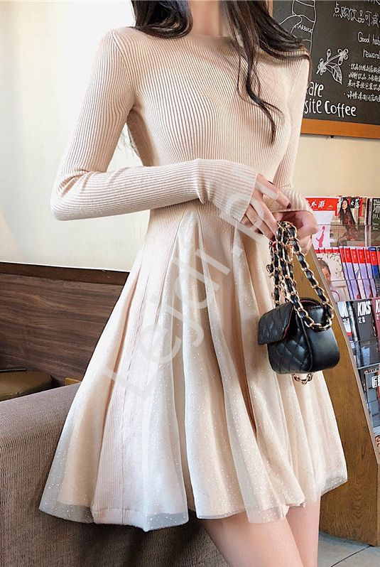 Dzianinowa beżowa sukienka z brokatem 4215 - Lejdi