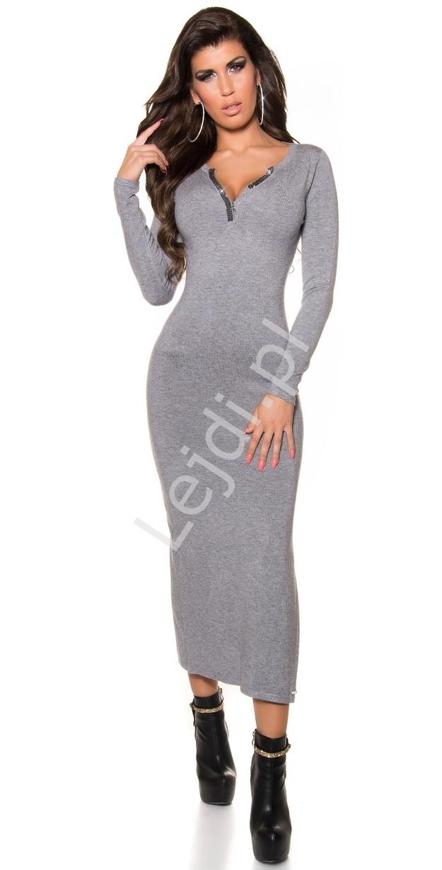 Dzianinowa szara długa sukienka z dekoltem ozdobionym kryształkami 8734 - Lejdi