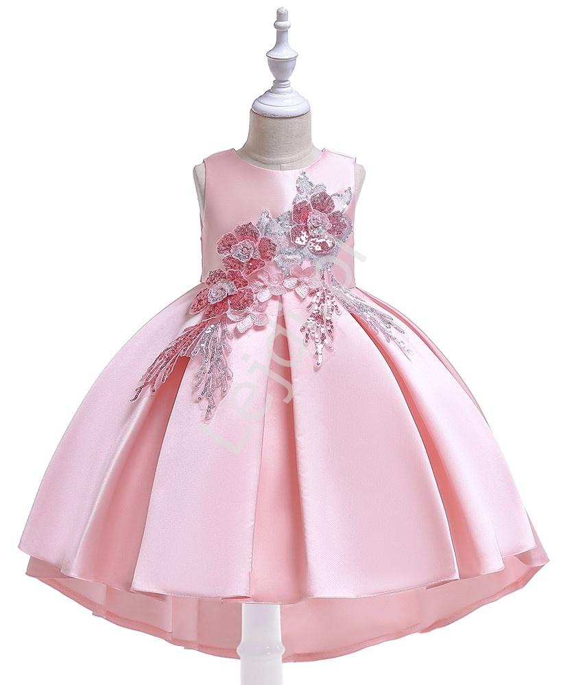 Dziecięca sukienka z wydłużonym tyłem zdobiona kwiatami 3D z cekinami - różowa 080 - Lejdi