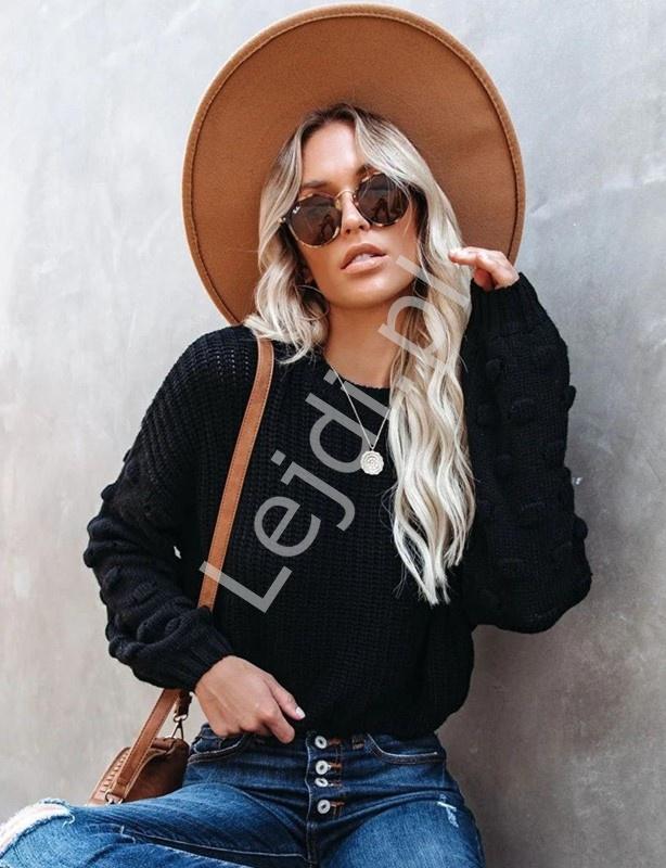 Dziergany czarny sweter damski, stylowe swetry damskie 7975 - Lejdi