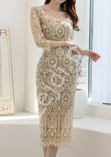 Elegancka koronkowa sukienka ołówkowa w beżowym kolorze 6240 - Lejdi