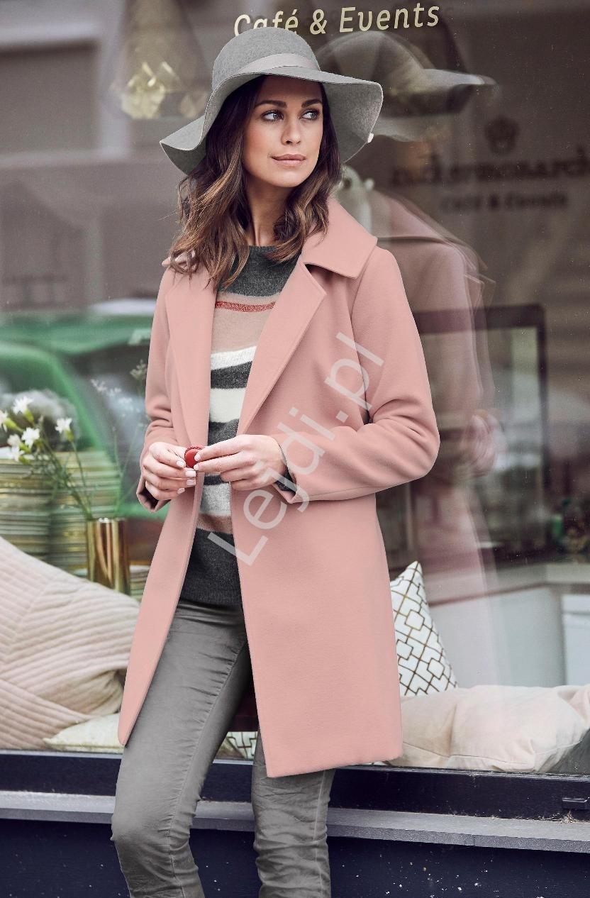 Flauszowy płaszcz damski w kolorze brudnego różu Laura Scott - Lejdi