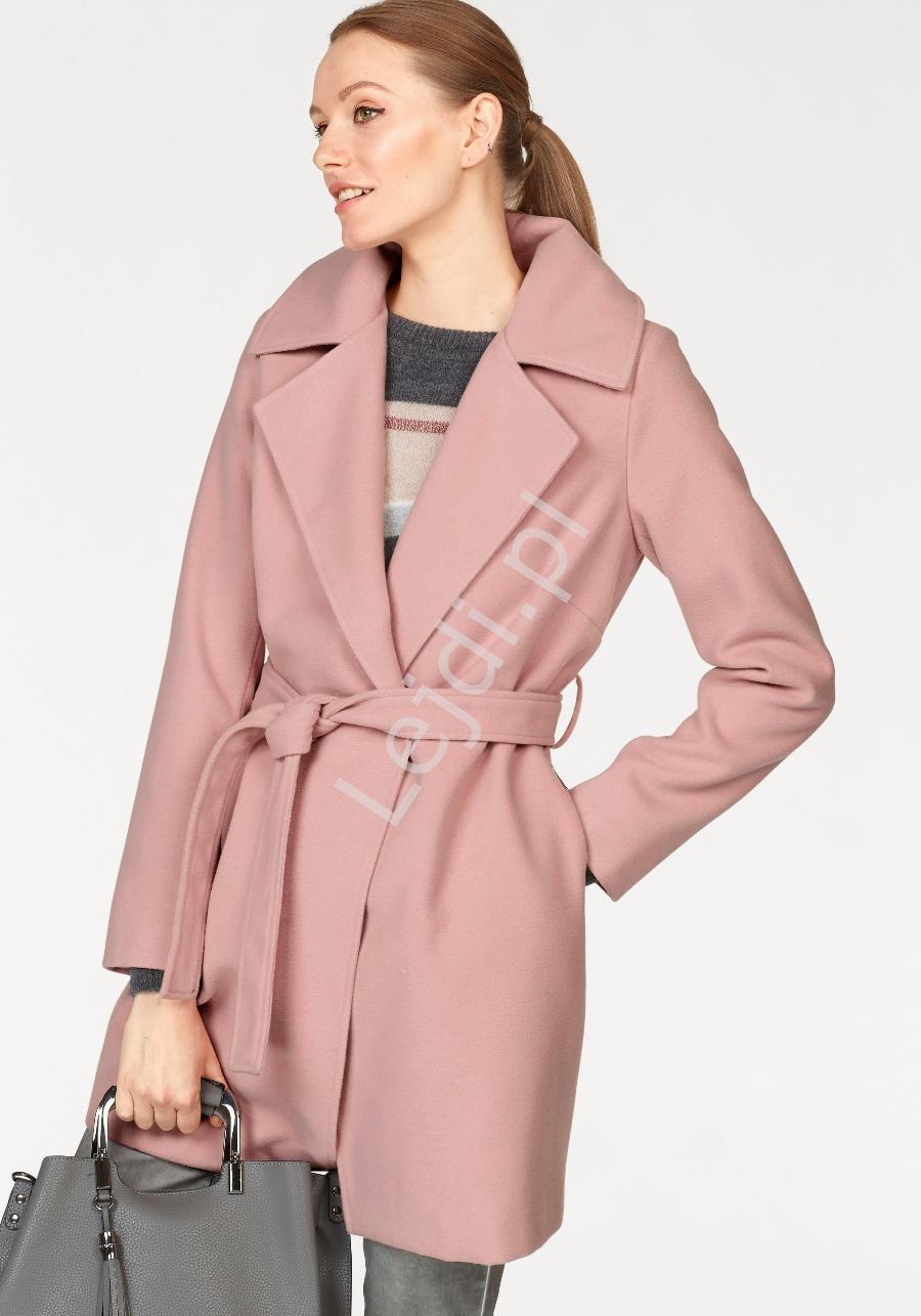 Flauszowy płaszcz damski w kolorze brudnego różu Laura Scott